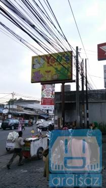 Spanduk Yen's Baby Shop
